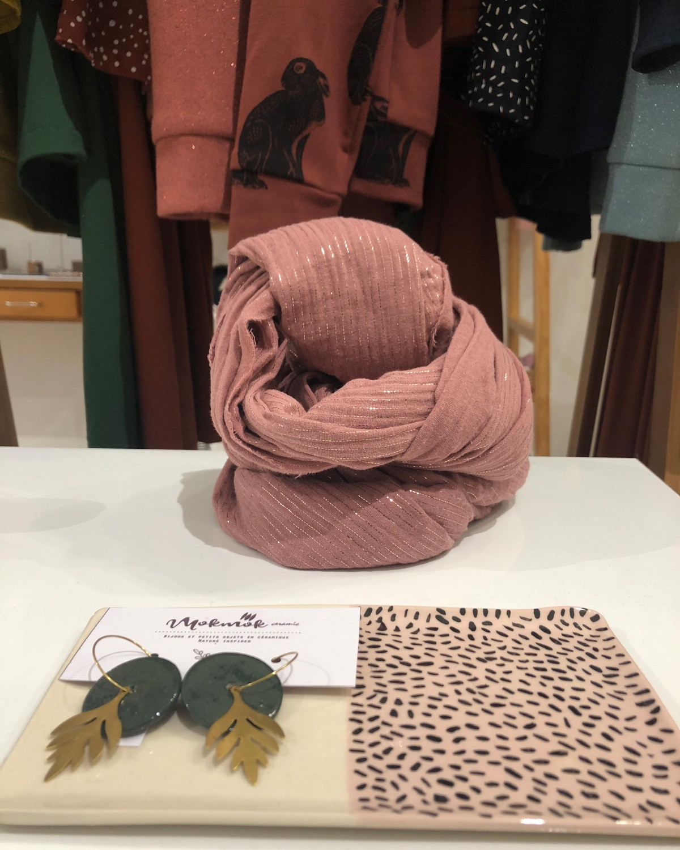 Grande écharpe vieux rose à rayures brillantes fabriquée en France à Toulouse