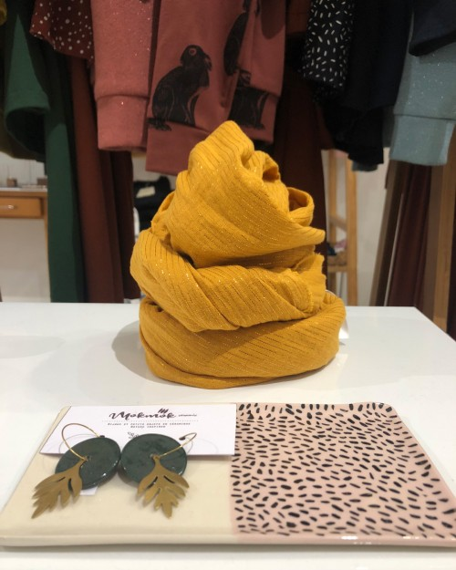 Grande écharpe jaune moutarde à rayures brillantes fabriquée en France à Toulouse